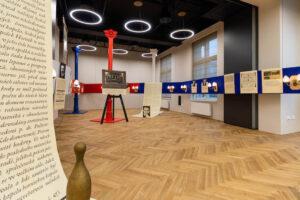 Ve slavnostním sále se konají dramaturgické úvody pro diváky k jim navštíveným představením.